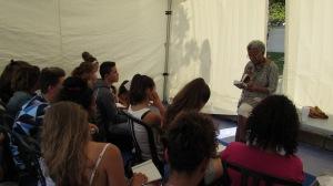Michèle Rakotoson en pleine lecture