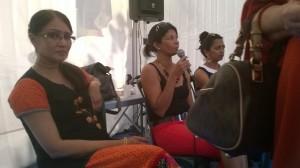La romancière Ananda Devi lors d'une rencontre avec les lecteurs au Salon du livre de Saint-Pierre