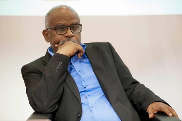 Le journaliste et écrivain mauritanien d'expression française, Mbarek Ould Beyrouk, lauréat du prix Ahmadou-Kourouma en 2016, au 30ème salon du livre et de la presse à Genève, en Suisse le 30 avril 2016. (Photo by Jean-Marc ZAORSKI/Gamma-Rapho via Getty Images)