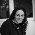 Le doigt d'honneur est un beau geste littéraire exploré par le dernier roman de Dalie Farah